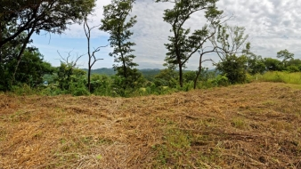 A seven-minute drive to Tamarindo, lot on a hill with large building site!
