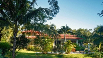 Costa Rica Bed and Breakfast for sale within walking distance of the beach!